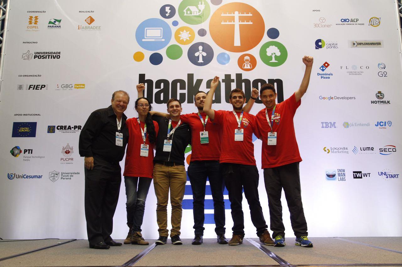 Equipe vencedora do Hackathon SENDI 2016. Foto: Guilherme Pupo