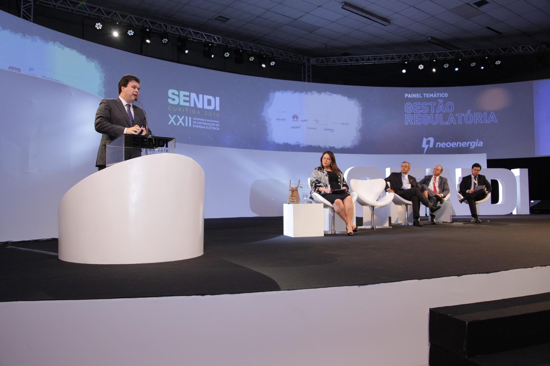 Seminário debate o setor de distribuição de energia. Foto: Roberto Gilliard